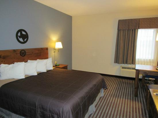 Atria Hotel & RV McGregor: Guest Room