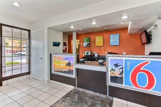 Motel 6 Salinas North - Monterey Area: Lobby