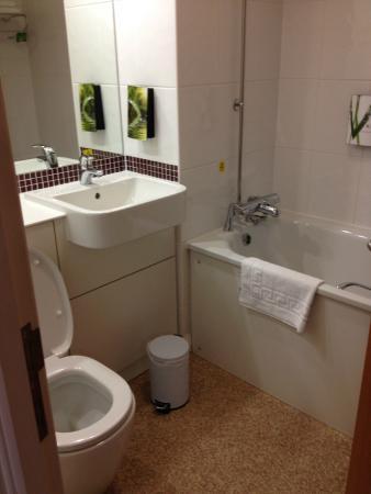 Premier Inn Leeds City Centre (Leeds Arena) Hotel : Bathroom