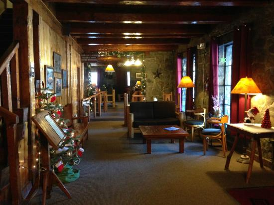 Soda Springs, CA: Reception area on the lower level of the Lodge