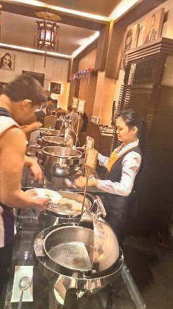 Manila Grand Opera Hotel : Breakfast is served