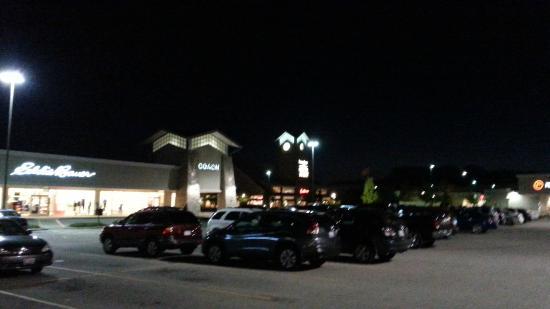 Pleasant Prairie Premium Outlets: Exterior