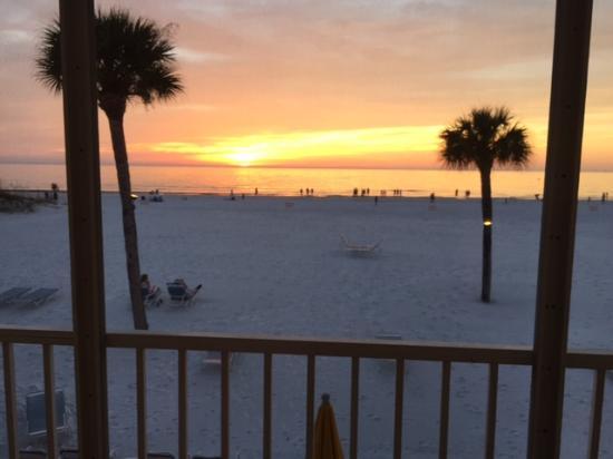 Crescent Tower Beachfront: Beautiful sunset