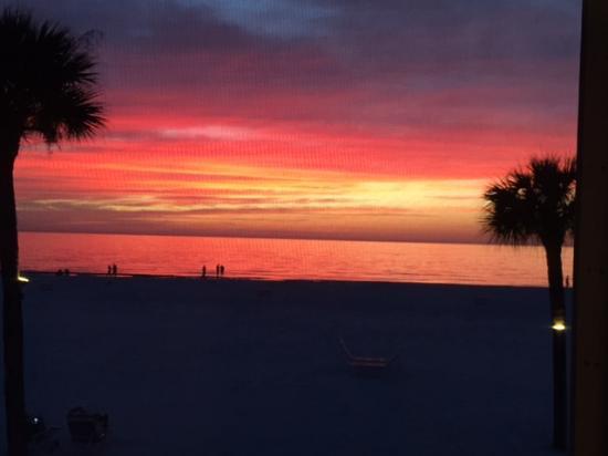 Crescent Tower Beachfront: Amazing sunset