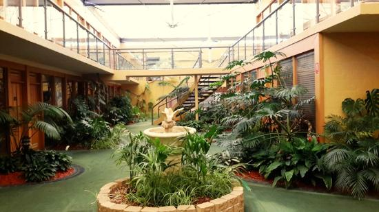 Comfort Inn Airport International: Beautiful Indoor Garden