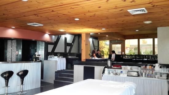 Comfort Inn Airport International: Spacious Breakfast /Dining Room