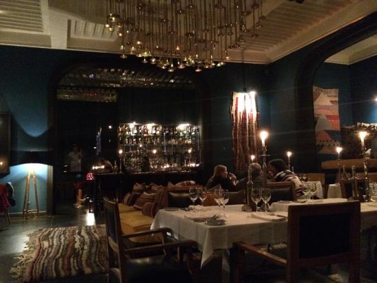 El Fenn Cocktail Bar & Restaurant : Great dining centre court