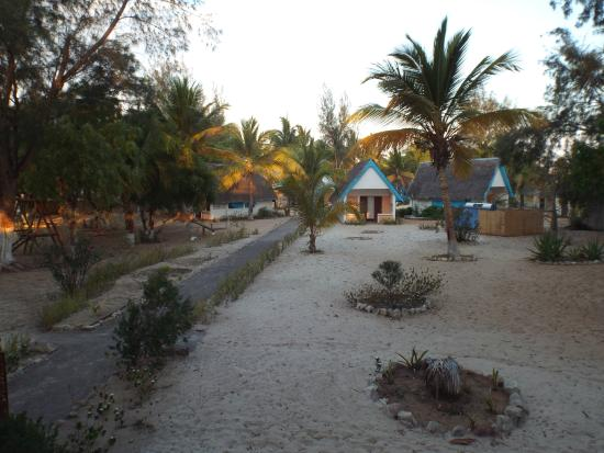 Morondava Beach Bungalows : Hotel grounds