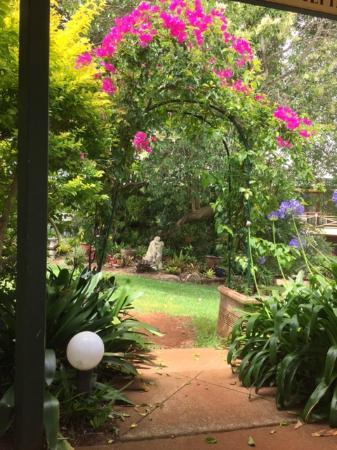 Bungunyah Manor Resort: Part of the beautiful gardens