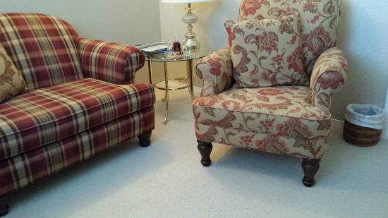 Ridgeview Gardens Bed and Breakfast: Cute sitting room