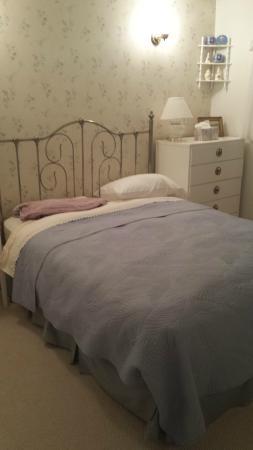 Ridgeview Gardens Bed and Breakfast: bedroom was lovely