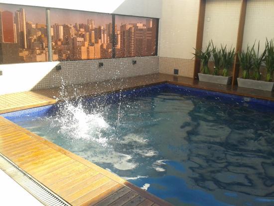 Banheiro picture of victoria villa hotel curitiba for Piscinas vitoria