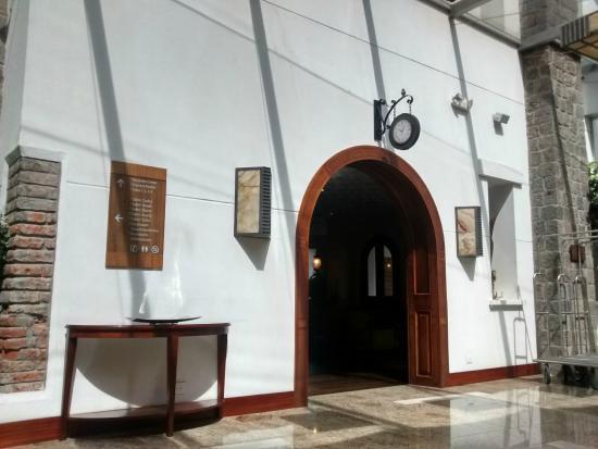 Holiday Inn Express Quito: Hall do Hotel