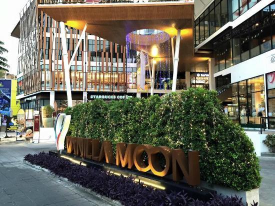 Movenpick at Vanilla Moon, Ice Cream Parlour: Vanilla Moon community mall on Thanon Chan (Chan Road)