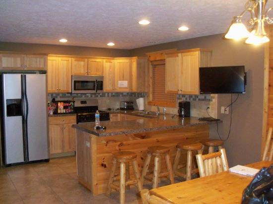 Pine Bluff Resort: Kitchen - Dining Area