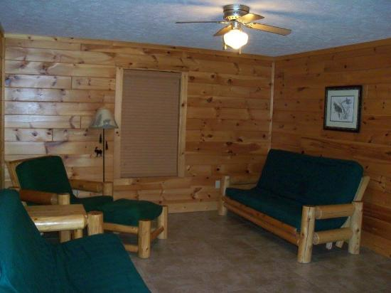 Pine Bluff Resort: Living Room