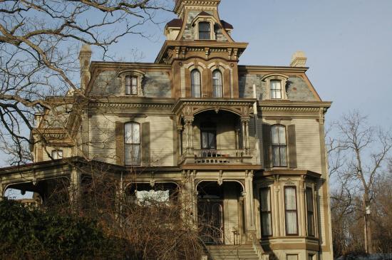 Garth Woodside Mansion Estate : The front of the mansion