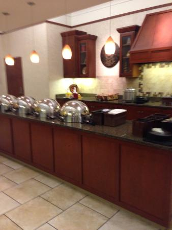 Drury Inn & Suites St. Louis Forest Park : Breakfast area and dinner area.  Very clean and good selections
