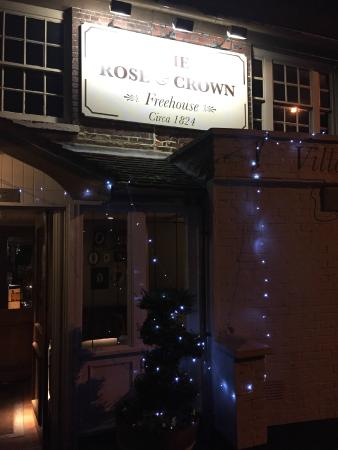 The Rose & Crown: Outside View