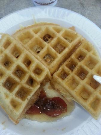 Comfort Inn University: Do it yourself waffle