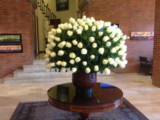 Hotel Estelar La Fontana: Rosas en la recepción