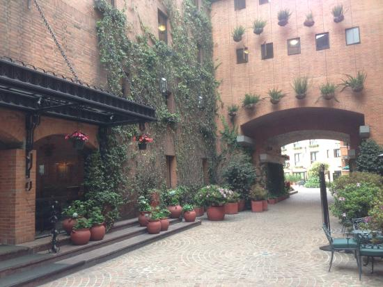 Hotel Estelar La Fontana: Patio interno