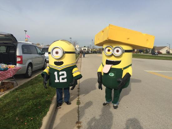 Green Bay, WI: Packer Minions!!