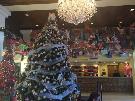 Santa Ynez Valley Marriott: Lobby at xmas