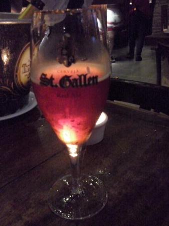 Athos Hotel: Cerveja vermelha