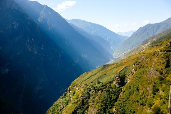The long trail ahead - Tiger Leaping Gorge - Picture of Thin