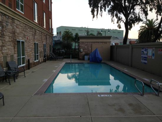 Holiday Inn Hotel & Suites Oakland Airport : Heated pool