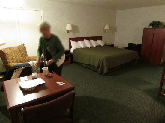 Quality Inn: Nice big room