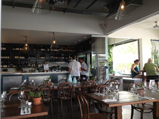 Thomas Corner Eatery: Bar area