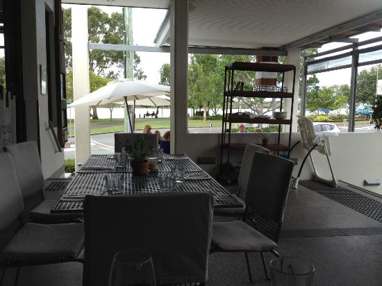 Thomas Corner Eatery: View from outdoor eating area