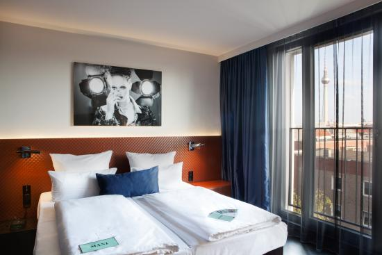 Hotel MANI: room with picture about bed