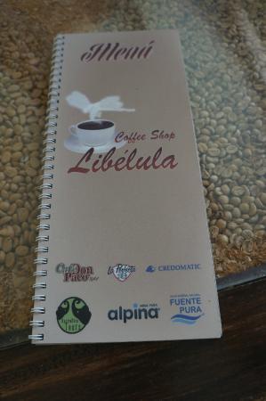 Libelula Coffee Shop: Menu & coffee table
