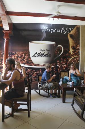 Libelula Coffee Shop: Back area seating