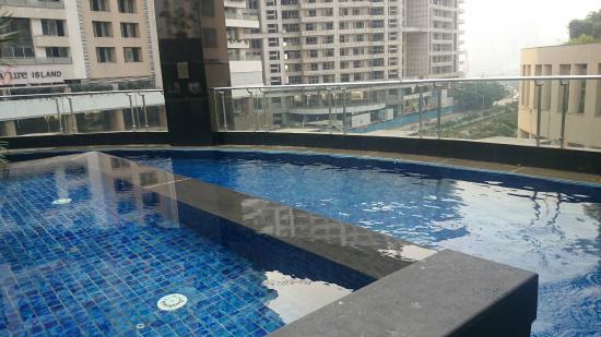 Sofitel Mumbai Bkc Pool Area