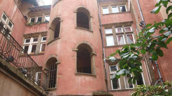 Traboules - Hotel Cour des Loges : The Pink Tower