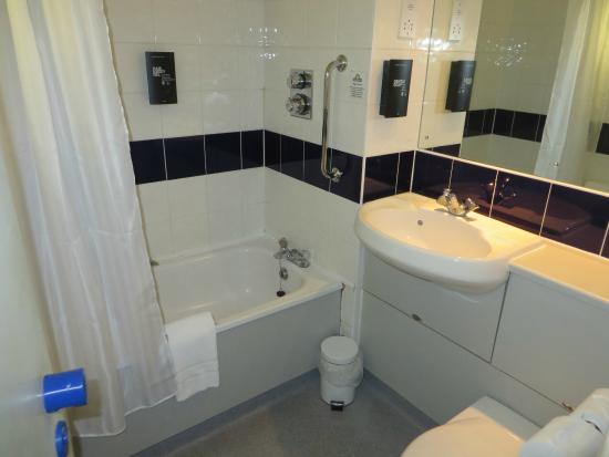 Days Inn Michaelwood M5 : Bathroom