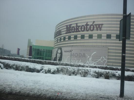 Gromada Airport: торговый центр, неподалекуот отеля