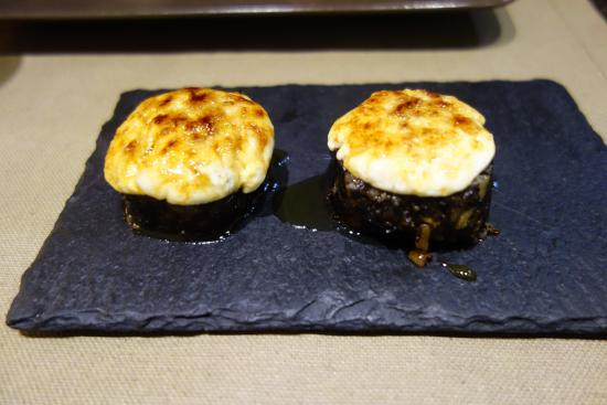 Aire Gastrobar: Black rice and goat-cheese from the oven