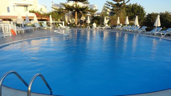 Birikos Studios: Swimming pool