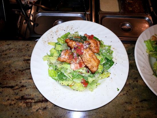 Woolley's Seafood House: Salmon Salad