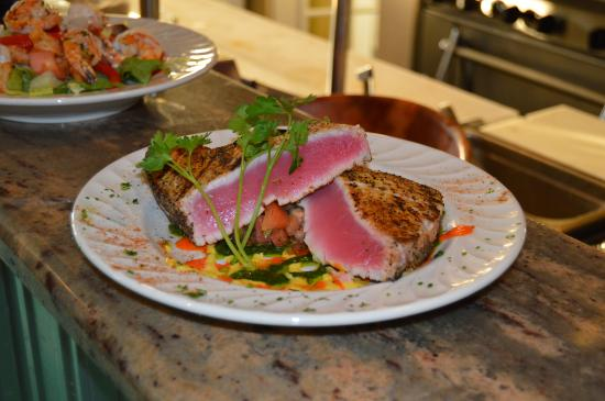 Woolley's Seafood House: Pepper encrusted Tuna