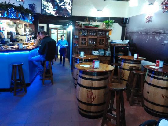 Asador Biondar: Barra del restaurante