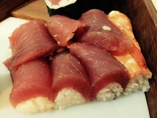 Generosas fatias de sashimi e super frescas