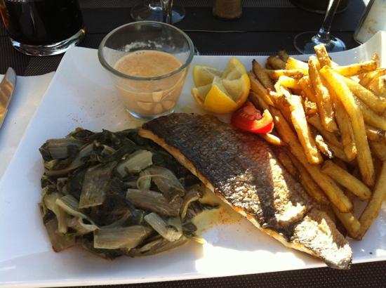 La Paillote - Chez Flo : filet de daurade avec blettes et frites