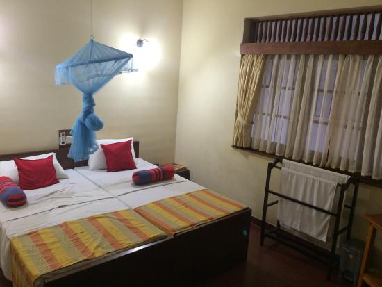 Modern City Inn: False advertising on Booking.com by this hotel, Single Room with Terrace, this is the room given