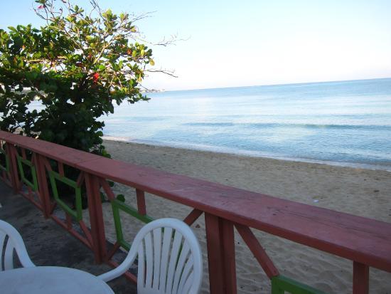 Shields Negril Villas: Open Air Breakfast